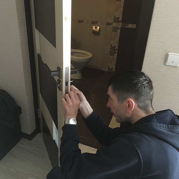 Ремонт межкомнатных дверей